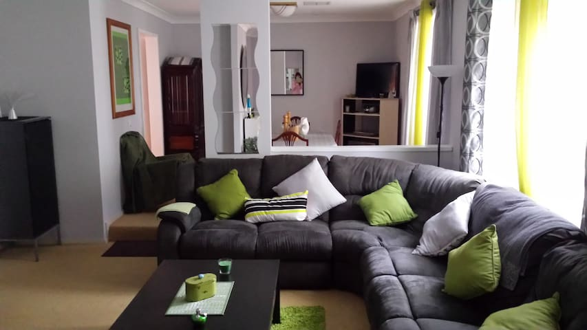 Cosy 4BD with swimming pool - Carine