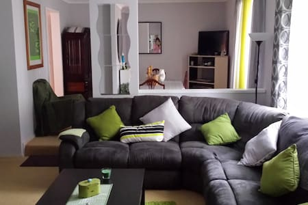 Cosy 4BD with swimming pool - Carine - Hus