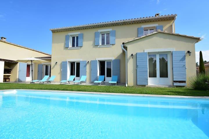 Ruhig gelegenes Ferienhaus auf einem großen Grundstück direkt am historischen Vaison la Romaine