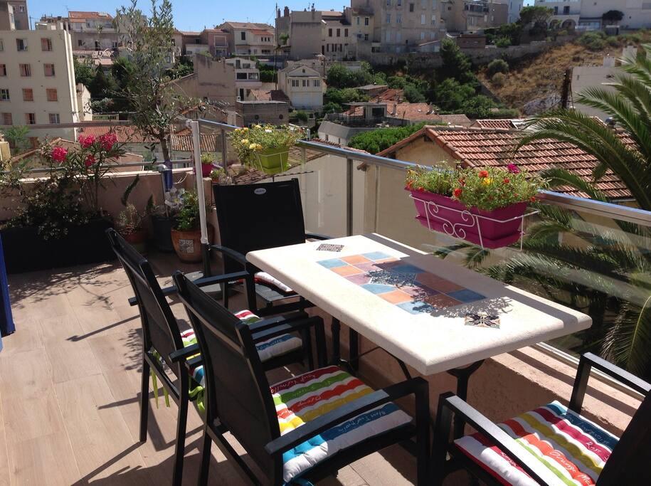 superbe terrasse bien exposée, au soleil les après midi (ouest)