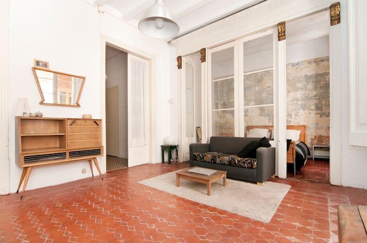 lovely huge 30mq room with pvt bathroom - Barcelona - Lägenhet