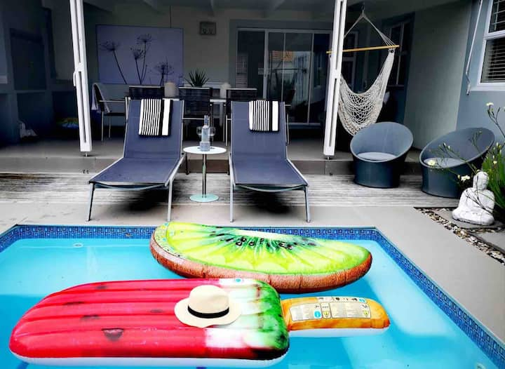 Stylish home away from home (3,5 km from beach)