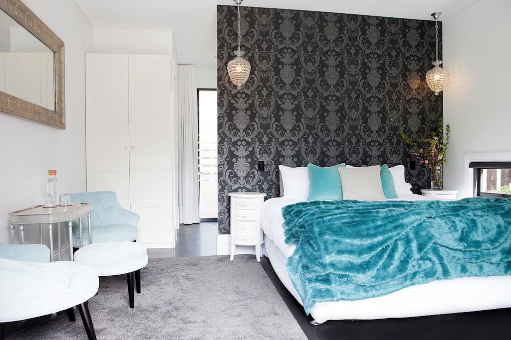 Seating area and king size bed
