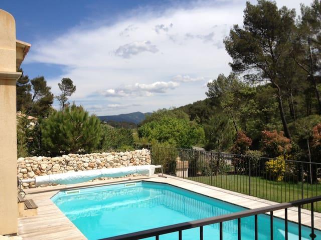 Logement en Provence avec piscine - Peypin - Daire