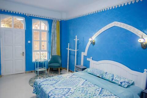【达卜·蓝庭民宿】蔚蓝庭院大床房·摩洛哥风情小屋