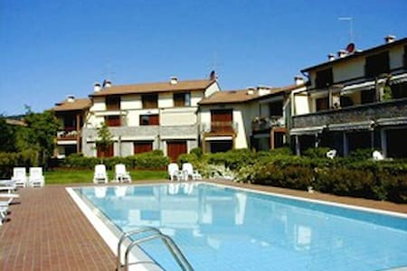 WONDERFUL  APARTAMENTI WITH POOL - Garda - Appartement
