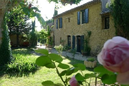 Terrasse + Cocon + Côté Jardin - Cheval-Blanc - Bed & Breakfast