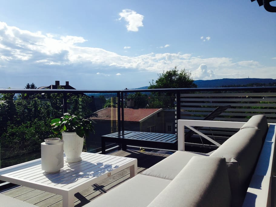 Terrace 2nd floor.  A view of both the city and Holmenkollen/the forest!