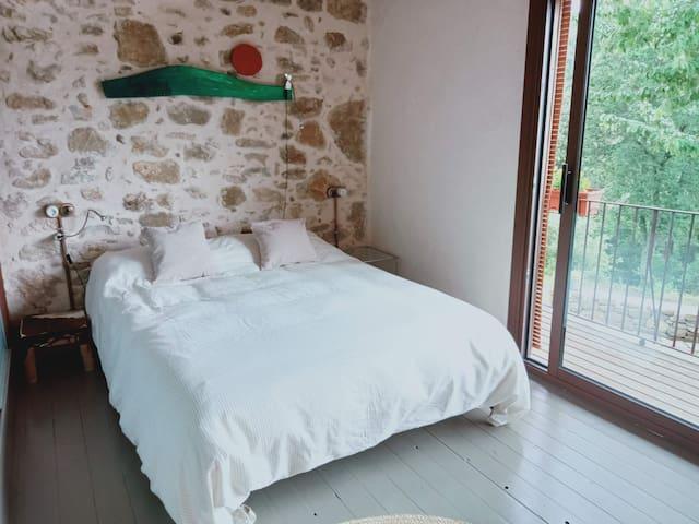 Habitación con cama doble/habitació amb llit de matrimoni