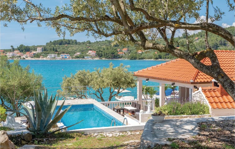 Holiday cottage with 3 bedrooms on 100m² in Vela Luka