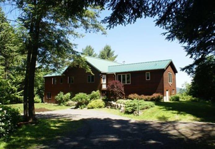 Heritage Room-Ledge Hill Hostel @ DaCy Meadow Farm