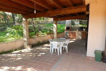 Chalet with large garden - Villasimius