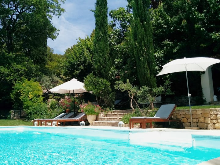 Beautiful country house in Provence, pool & views