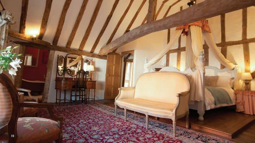 Huge, characterful en-suite room - Lavenham Priory