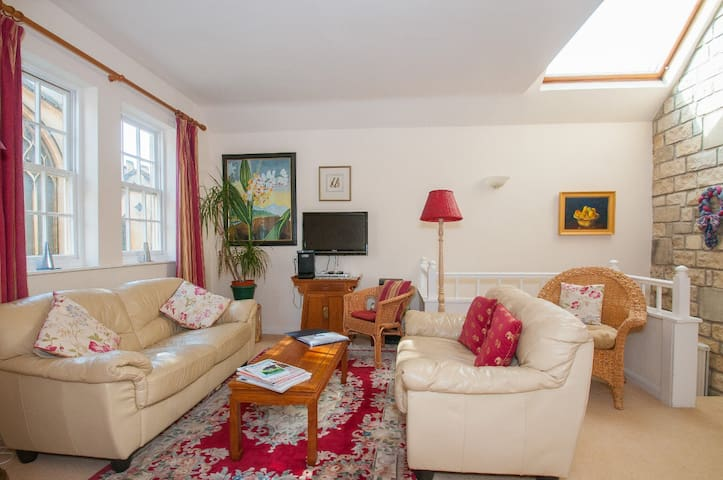 Fab airy Coach House for 8, Central - Bath - Huis