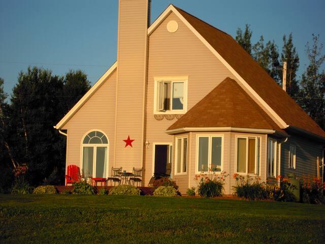 Modern Beach House -stunning sunset - Tatamagouche - House