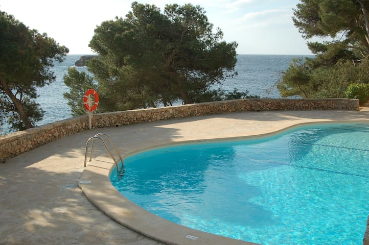 Waterfront 3 bed apartment in Cala d'Or