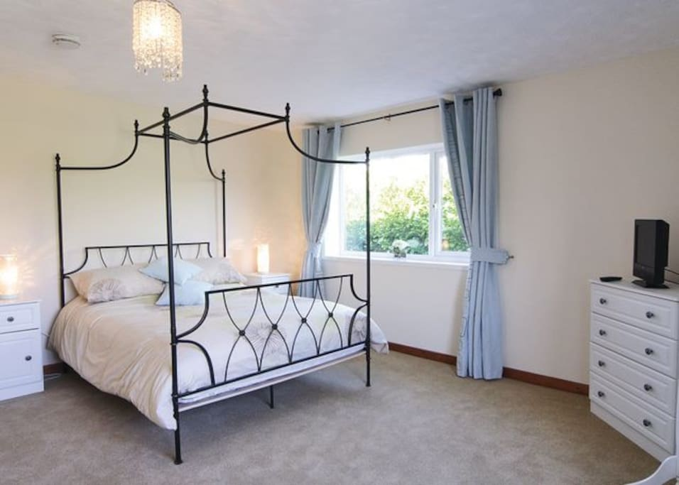 Double Bedroom  with  a Kingsize modern  four-poster bed, with panoramic  views of Snowdonia.