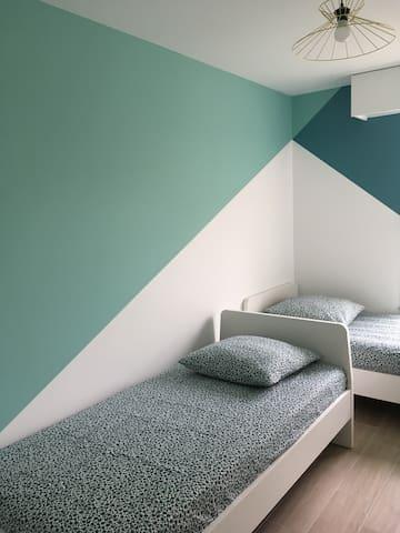 Chambre 2 avec deux lits simples (90*190 cm)
