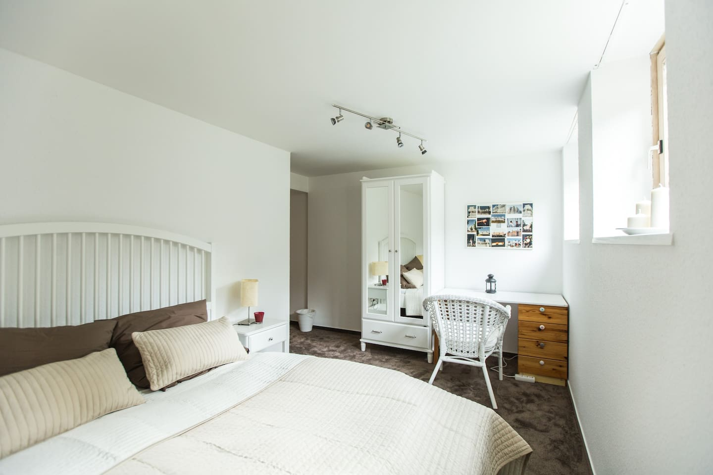 1,6 m breites Doppelbett