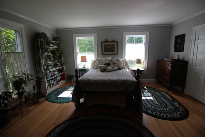 Mom's Room at the Curtis House - Ashfield - Bed & Breakfast