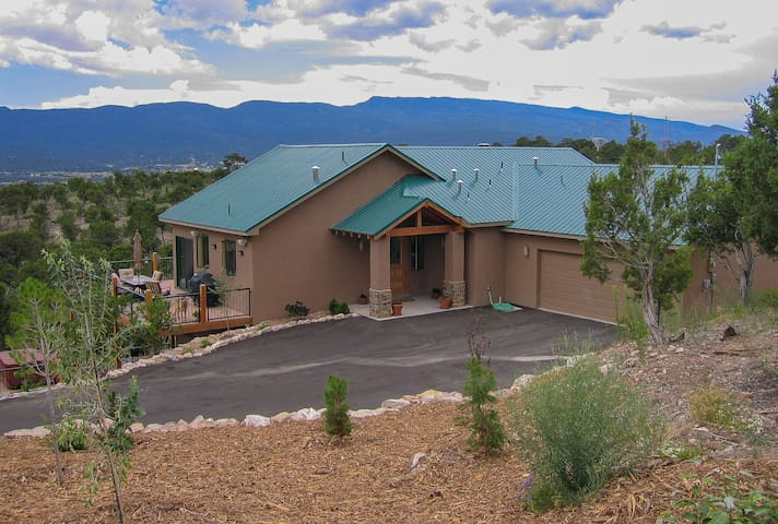 Nature Retreat on 5 Acres - 2900 Sq. Ft. House - Sandia Park