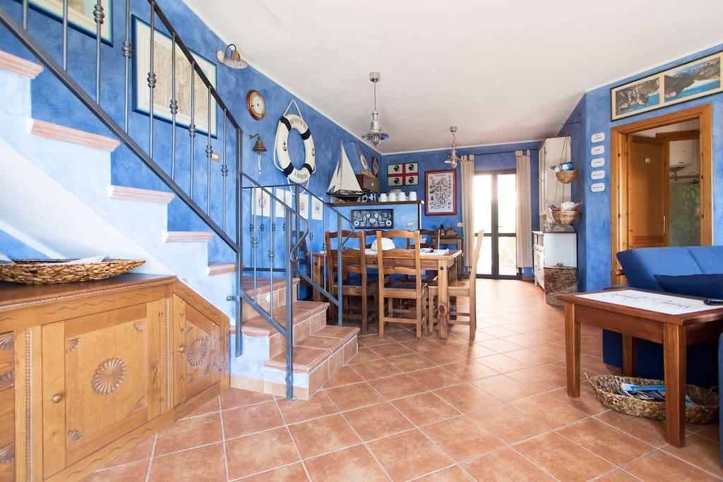 Prestigiosa casa marina su due piani con ac park case for Piani artigiani con suite in suocera