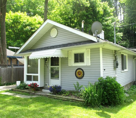 A relaxing getaway in Port Stanley this Spring! - Port Stanley - Cottage