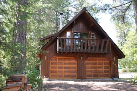Holly's Cottage at Christina Lake