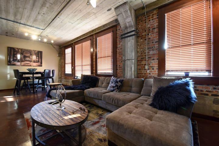 Rustic Condo w/ Balcony Views-  Monthly Discounts