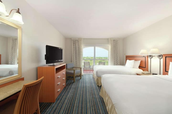 Welcoming Suite Double Bed At Dorado Del Mar