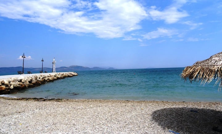 Stylish maisonette only 2 min walk to the beach