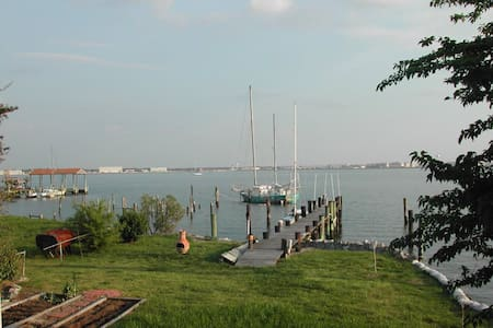 Waterfront Getaway on the Bay - Norfolk - Huoneisto