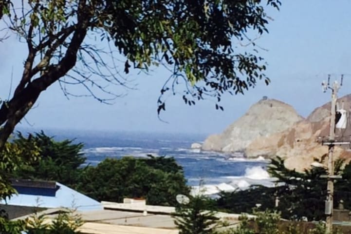 Montara Beach House (for up to 4 guests)