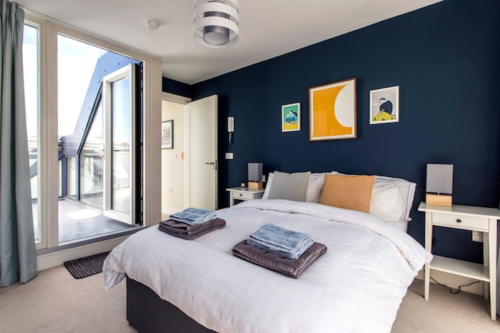 Charming double ensuite with two rooftop terraces