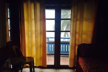 Cheap quiet rooms 5 m from the sea. - Puerto Galera