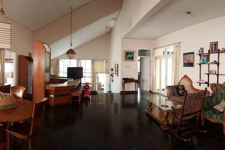 Villa Rumah Harian Lembah Cisitu Bandung - Coblong - Villa
