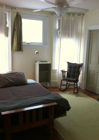 Comfortable Room in a Family Home - Philadelphia - Huis