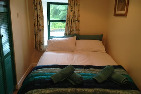 Double room above a cafe in Leap - Leap - Bed & Breakfast