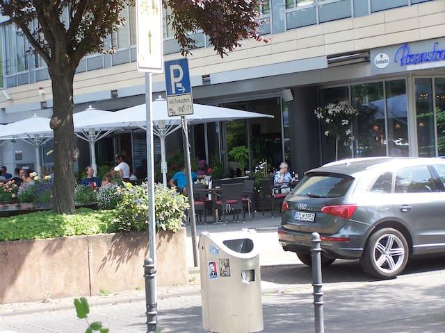Tolle Cafes und Restaurants in unmittelbarer Nähe!