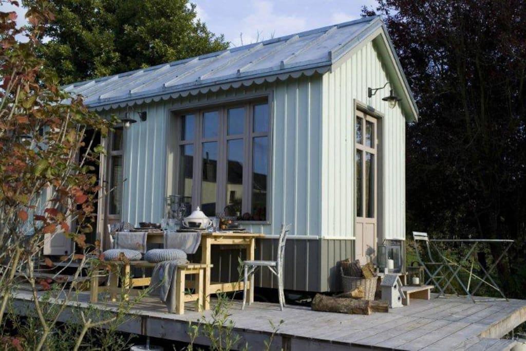 Terrasse privative bois pour pic niquer au soleil couchant