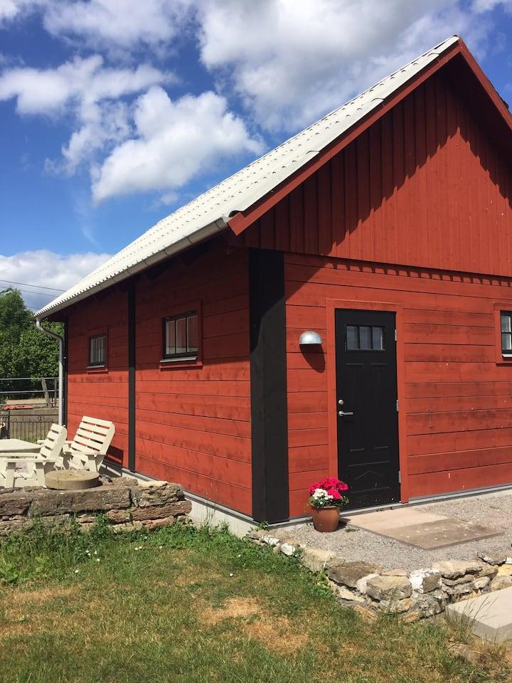 Nybyggt gästhus på bondgård Öland