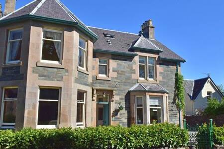 Fernbank House B & B. Manicure/Pedicure available. - Aberfeldy