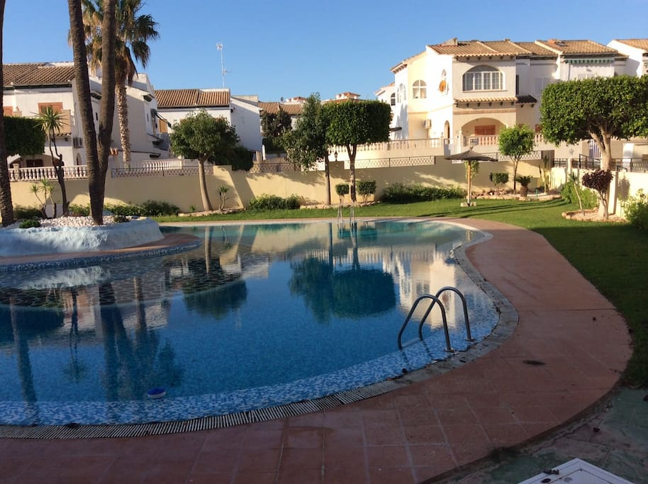 Fabuloso apartamento con piscina apartamentos en for Apartamentos en madrid con piscina