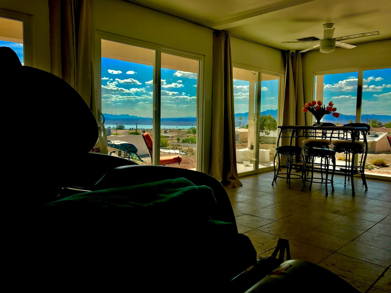 Views from the kitchen area while relaxing in the new 2017 Kahuna massage chair head to toe!!
