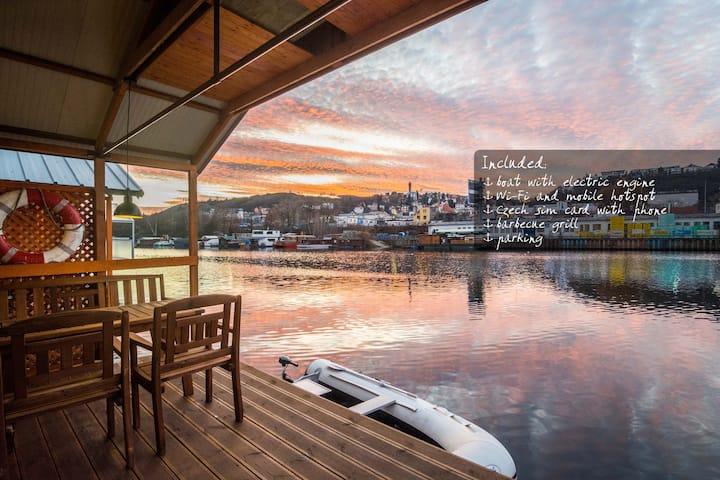 Houseboat Franklin pro 6 osob + elektrický člun