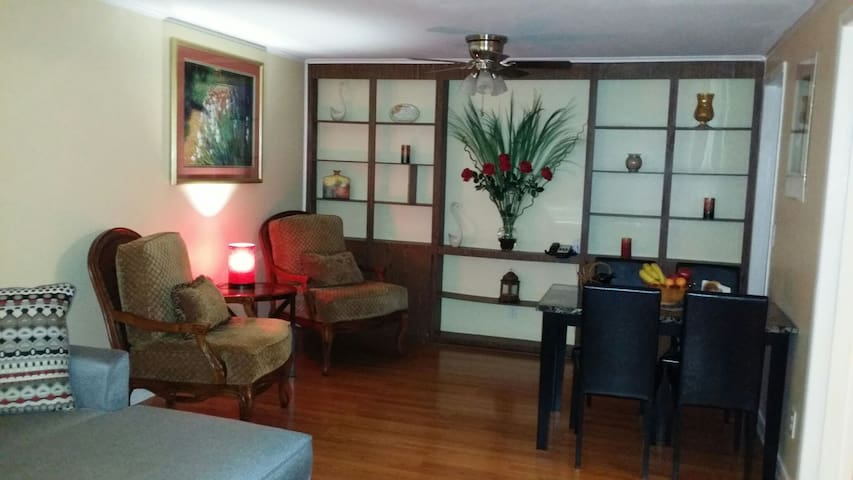 Quiet and Spacious 2 Bedroom Suite with Breakfast