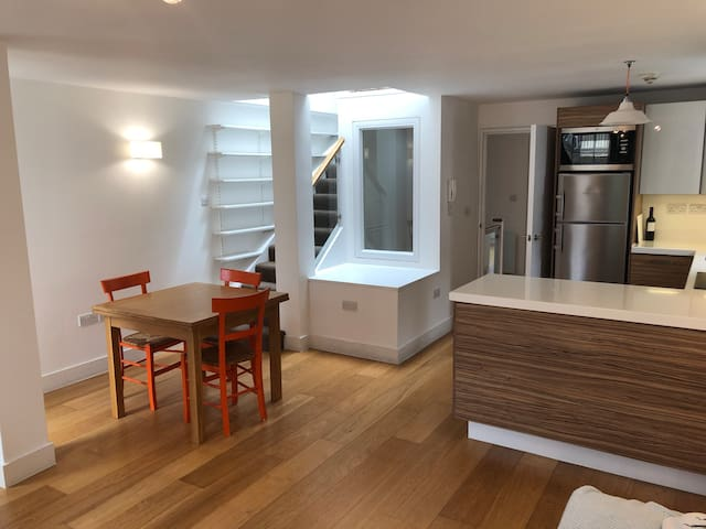Kitchen-dining room with expandable table