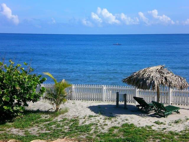 Hotel Old Bucanners - La Ceiba - บังกะโล