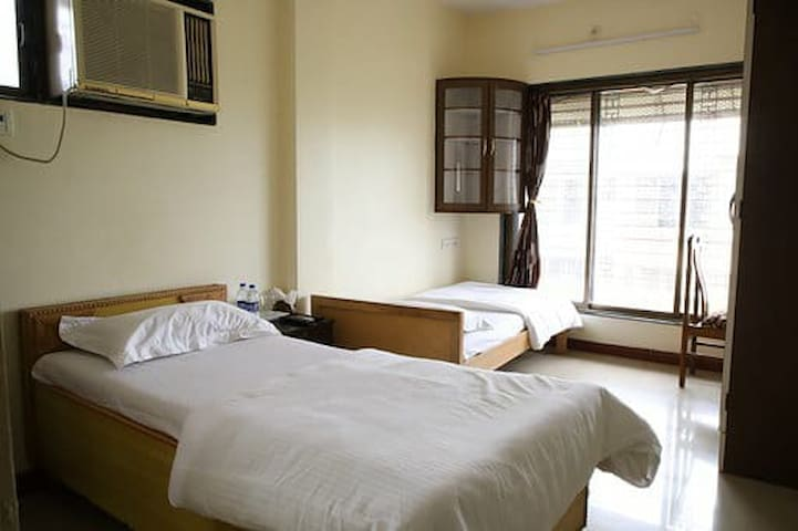 Private Twin Room near Bandra Kurla Complex